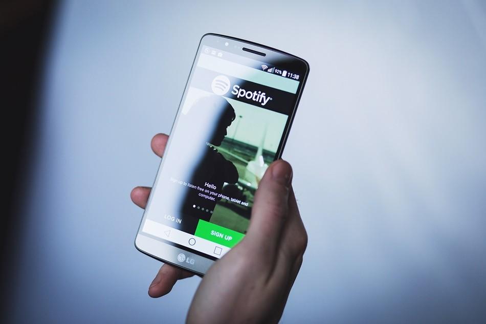 Spotify Membuang Muzik Kumpulan-Kumpulan Yang Mempromosikan Agenda Perkauman
