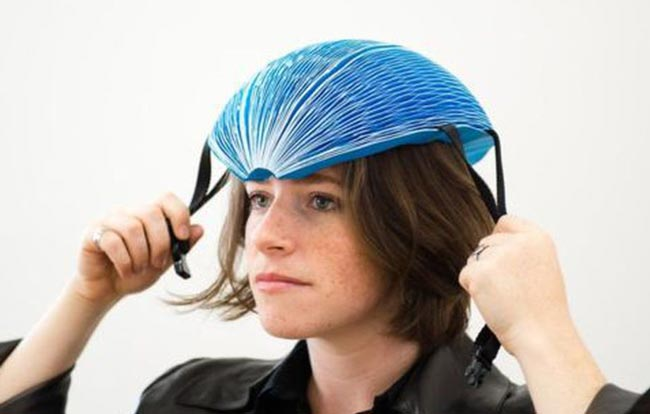 Topi Keledar Kertas Eco Helmet Memenangi Anugerah James Dyson 2016