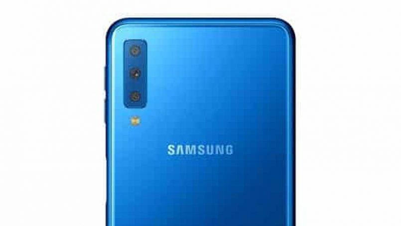 Imej Pengolokan Rasmi Samsung Galaxy A7 2018 Tertiris Memperlihatkan Tri-Kamera Belakang