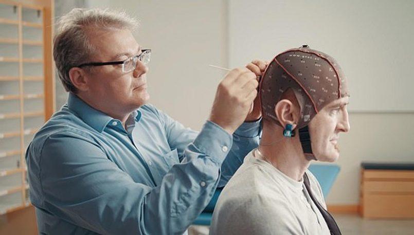 Samsung Membangunkan Alat Kawalan Jauh Televisyen Yang Menggunakan Gelombang Otak