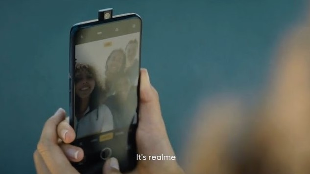 Iklan Realme Terkini Memperlihatkan Peranti Dengan Kamera Pop-Naik Mereka