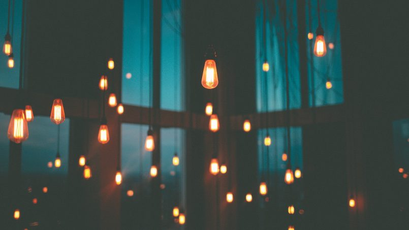 Penggodam Kini Boleh Mengintip Perbualan Melalui Lampu Mentol