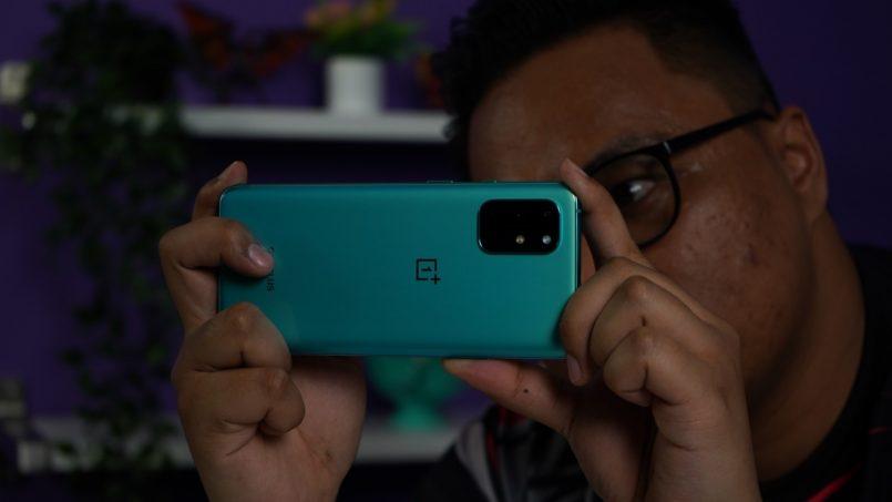 """Pandang Pertama OnePlus 8T – Bukan Lagi """"T"""" Yang Anda Kenal"""