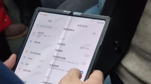 Peranti Skrin Boleh-Lipat Xiaomi Mungkin Menggunakan Rekaan Engsel Mirip Galaxy Z Fold